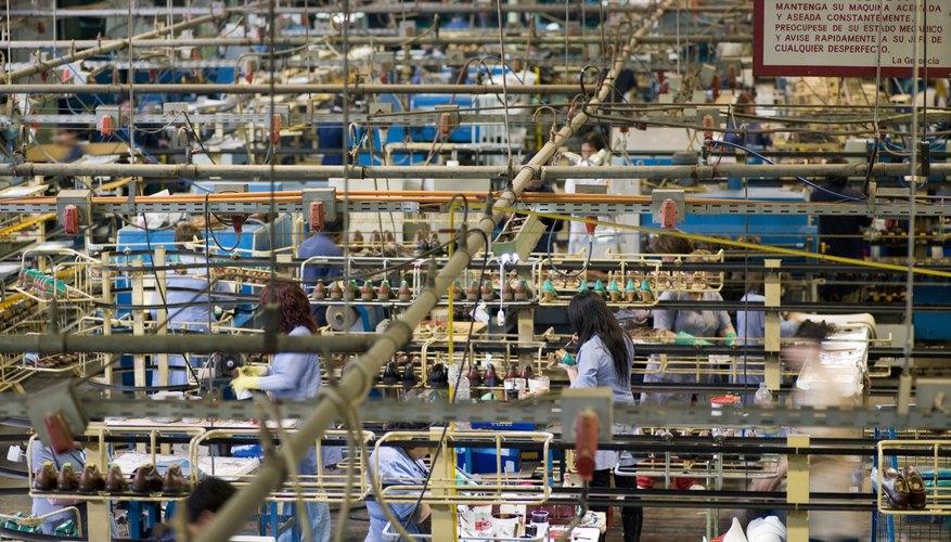 La planificación agregada permite satisfacer la demanda prevista por el ajuste de capacidad de producción.