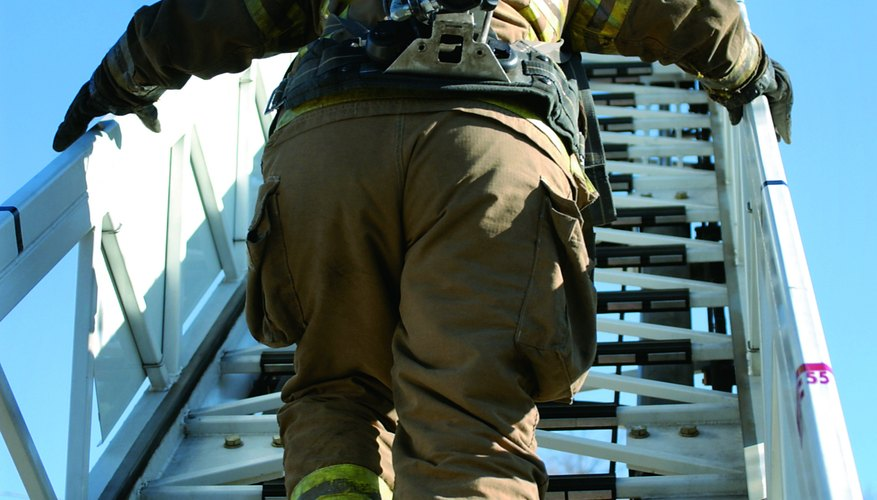 El diseño de escaleras industriales tiene ciertos requerimientos de la OSHA.