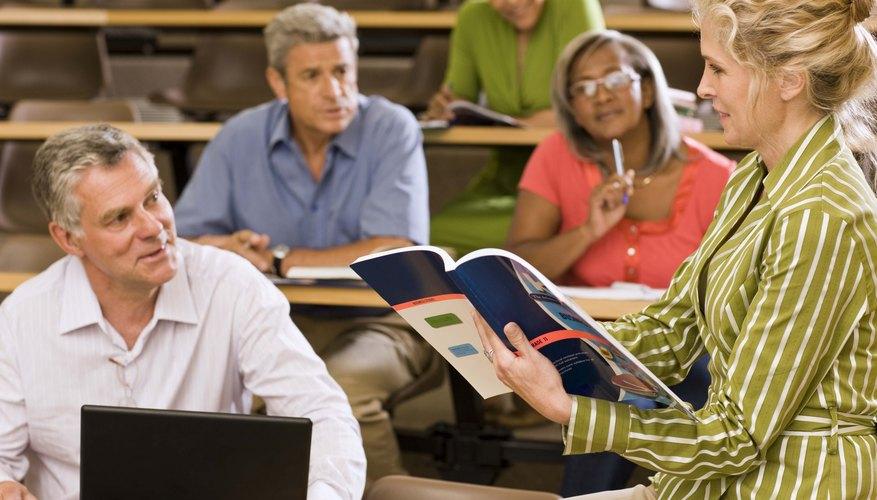 Ser un adulto mayor en una clase ofrece desafíos y beneficios.