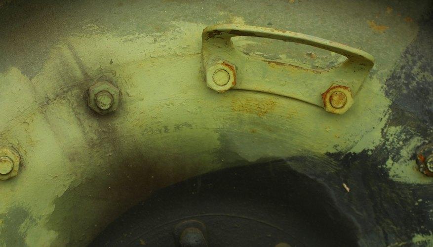 Las tuercas oxidadas o estropeadas dificultan la tarea de quitar una rueda.
