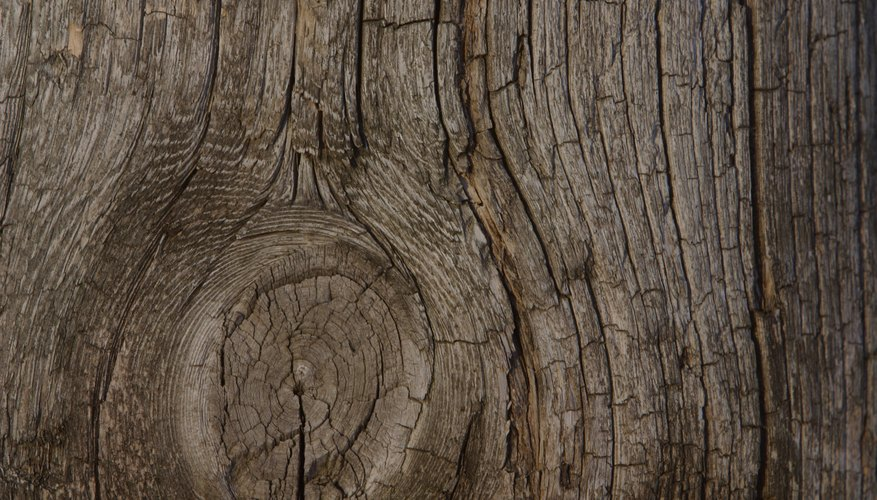 Pinta una veta de madera falsa sobre el lienzo utilizando el método de pincel seco.