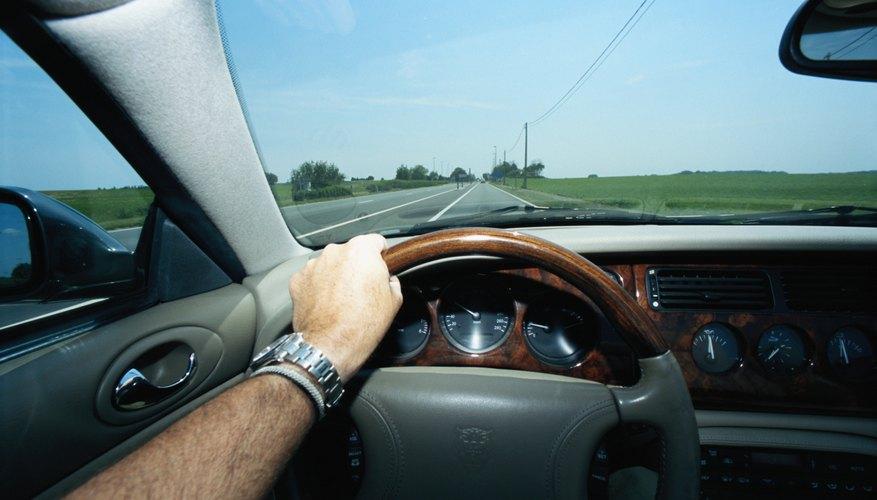 Si frenas repentinamente por una conducción errática consumirás más gasolina.