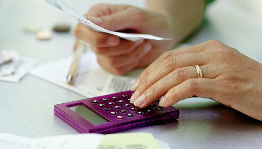 Divide el EBIT entre el resultado del Paso 2 para obtener el rendimiento del capital invertido.