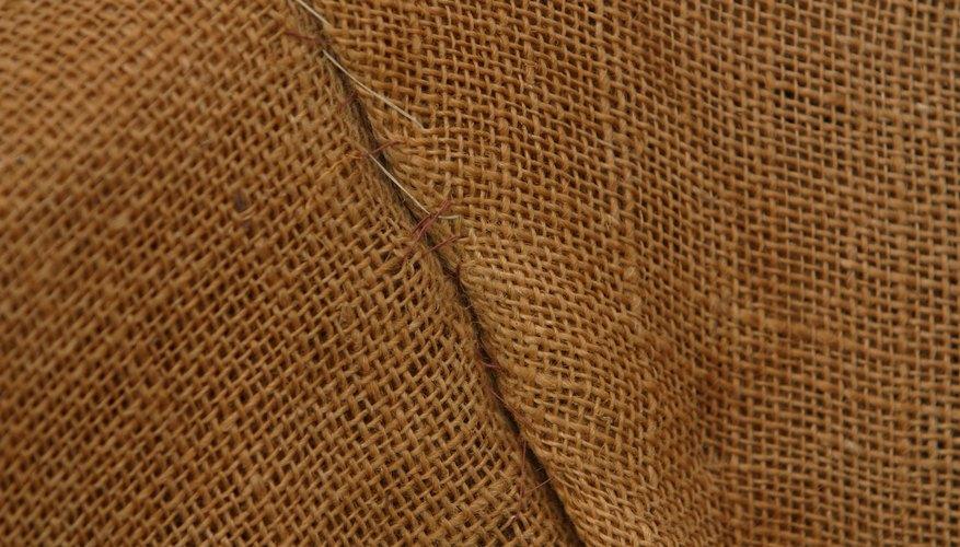 La tela arpillera es muy texturada.
