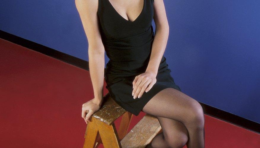 Los bancos-escalera plegables pequeños son una combinación entre un banco para pararse y un asiento.