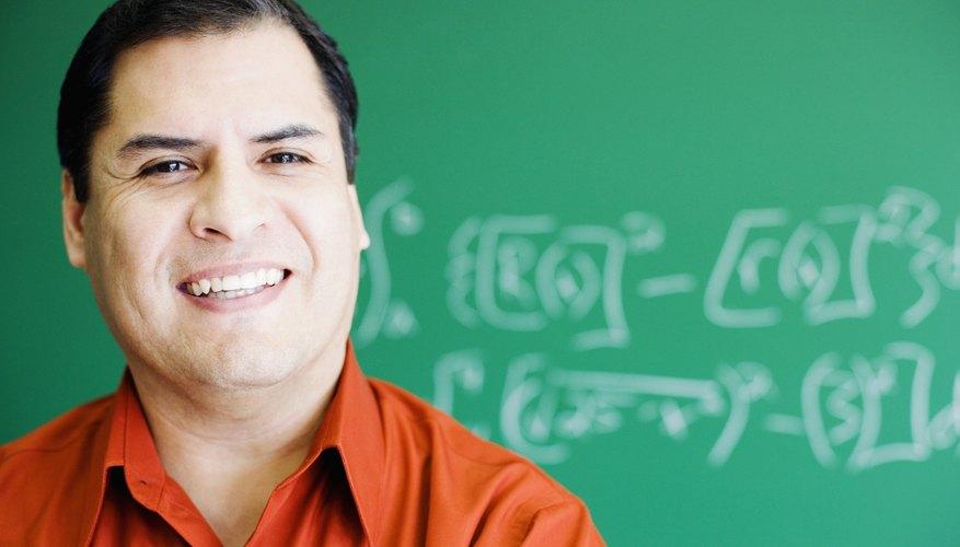 Escribe los dos factoriales que quieras dividir de forma fraccionaria.