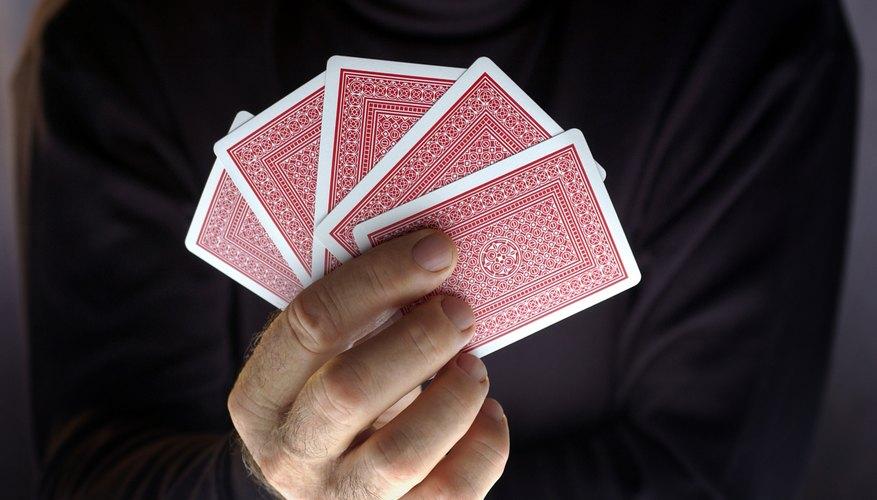 Por ejemplo, cuanto mayor sea tu nivel de duelista, más probable será que el oponente pueda dejar caer una carta rara después de haber sido derrotado.