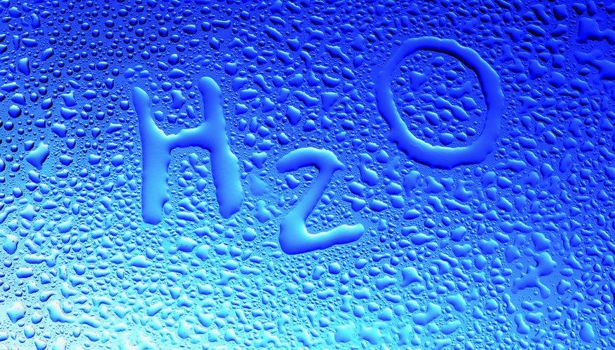 El proceso de convertir el agua del estado líquido a vapor se conoce como evaporación.