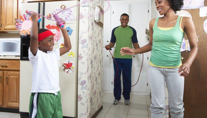 Los niños, al igual que los adultos, necesitan ejercicios cada día.