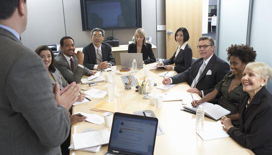 Un Consejo directivo es similar a un Consejo de administración. El Consejo de administración, sin embargo, opera en el contexto de una organización sin fines de lucro.