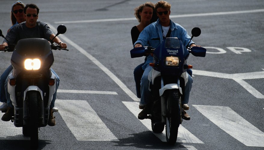 La luz de cruce del faro de una motocicleta no debe cegar a otros conductores.