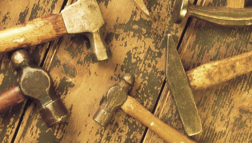 Muchas herramientas se ofrecen como herramientas de dos manos y herramientas eléctricas.