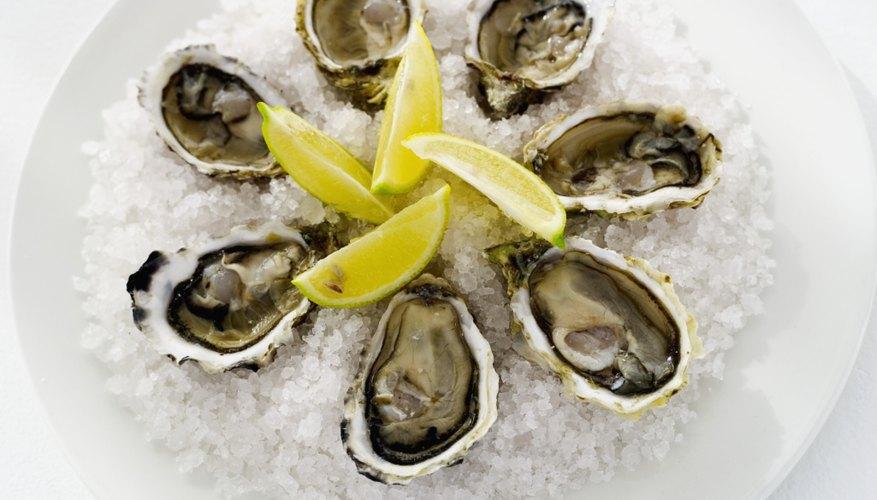 Sirve ostras en su media concha en tu próxima reunión.