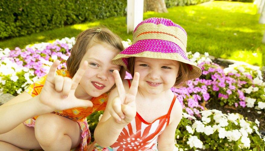 A los niños les divierte aprender el lenguaje de señas.