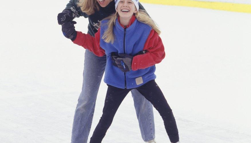 Ve a patinar sobre hielo en familia.