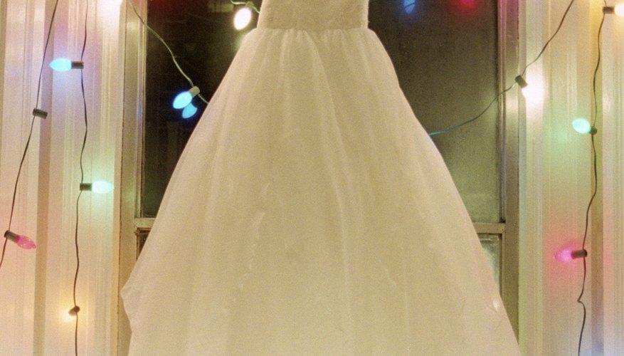 Los vestidos de línea A tienen una cintura más pequeña y son progresivamente más grandes en la parte inferior.
