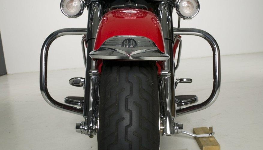 Las ruedas correctamente alineadas extenderán la vida útil de los neumáticos de una motocicleta.
