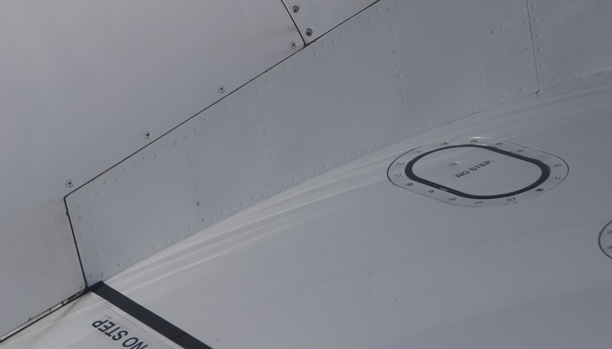 Fuel tank lid on airplane wing
