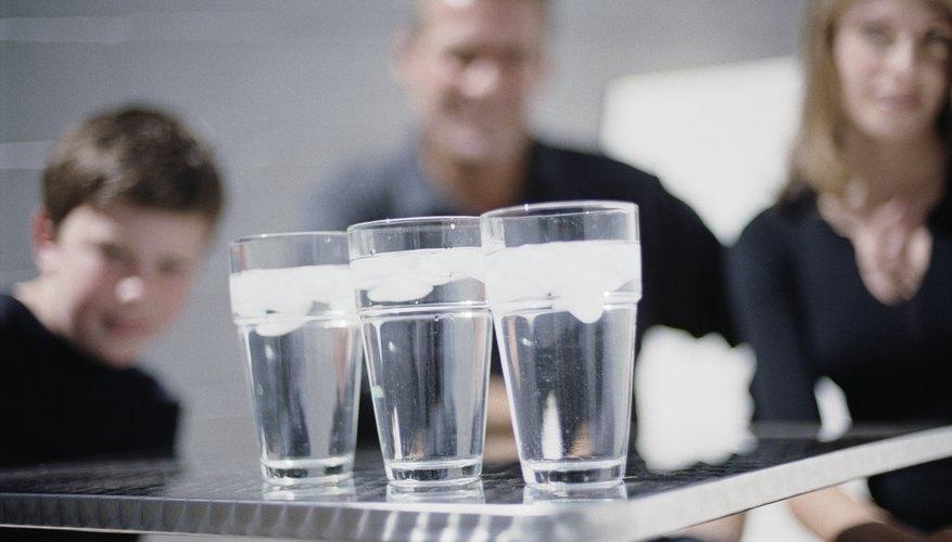 Toda la familia puede participar en un juego de degustar agua.