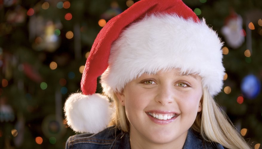 Get your teen into the holiday spirit with fun Christmas art projects.