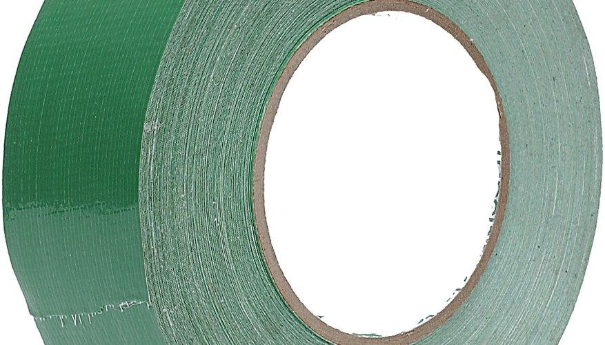 La cinta adhesiva se puede usar para hacer una billetera.
