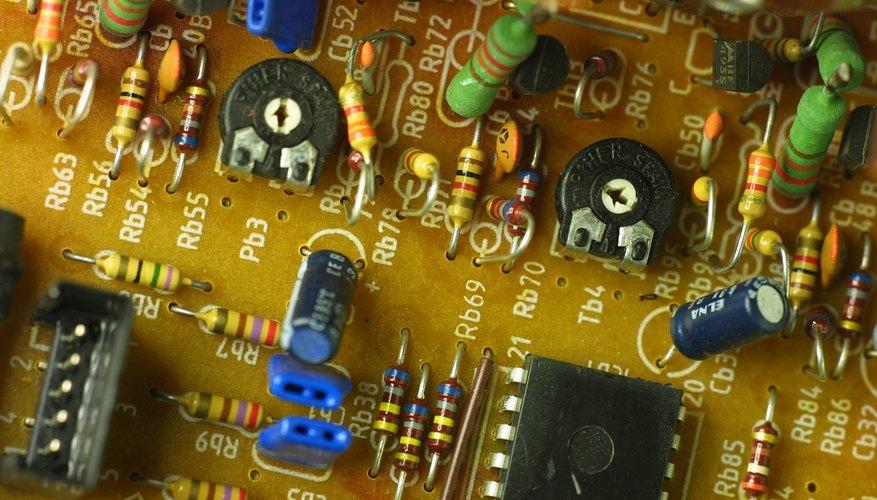 Los amplificadores operacionales son ampliamente utilizados en los circuitos electrónicos analógicos.