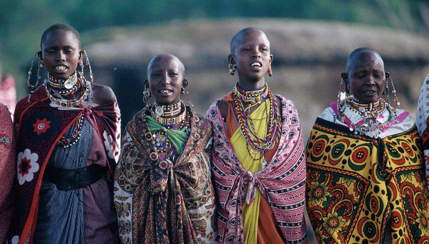 El análisis sociocultural considera a la gente y a las tradiciones culturales de una sociedad.
