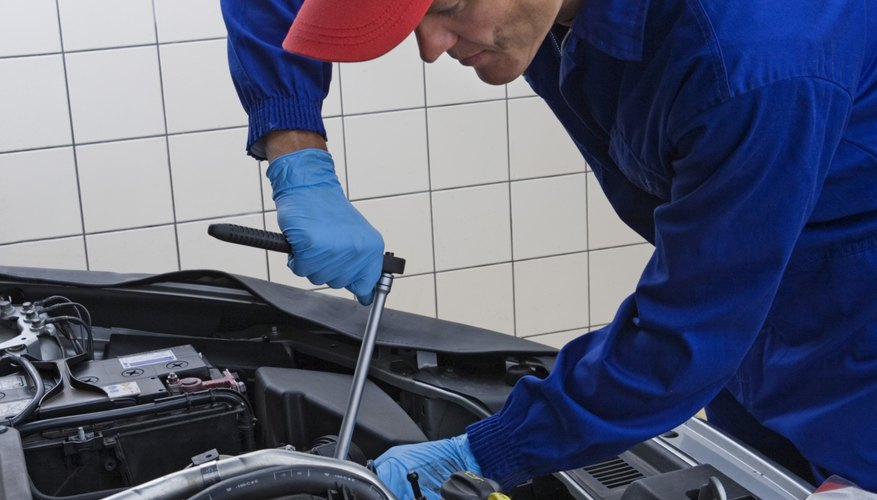 Las juntas del colector de admisión defectuosas también pueden causar una fuga de vacío,  produciendo la mezcla de aire-combustible.