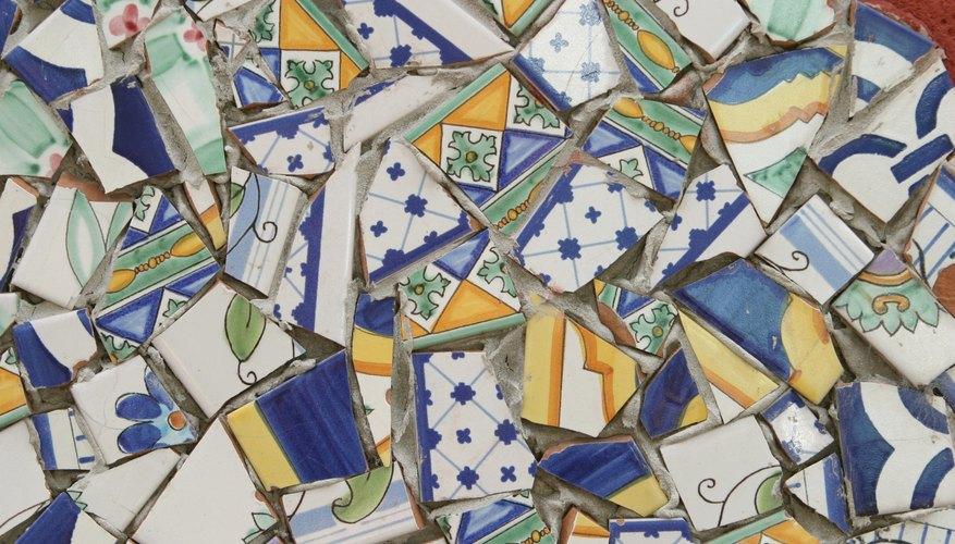 Un mosaico se puede hacer con muchas cosas, incluyendo cerámica rota.