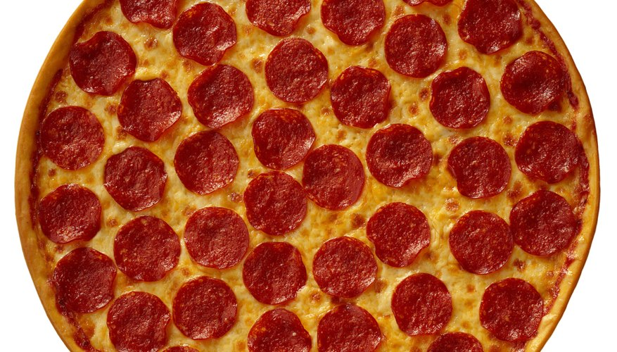 Las opciones de comida incluyen tacos, pizza, carne asada en la parrilla, emparedados y menudo los domingos.