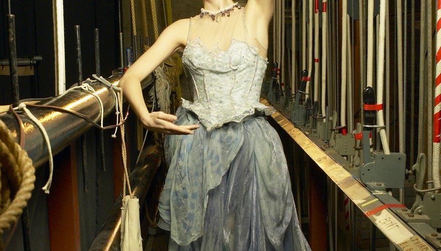 Los bailarines comparten muchas partes de su oficio en común con los artistas de teatro.