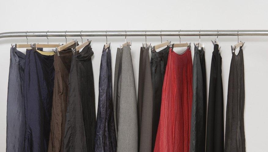 Puedes usar una forma para estirar una cintura elástica en pantalones, faldas y shorts.