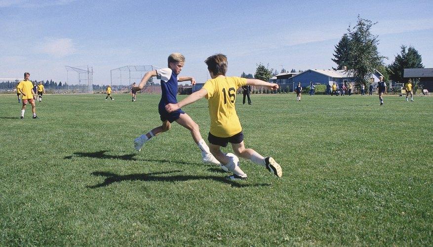 Si entrenas al equipo de fútbol de tu hijo, escríbelo en tu currículum vitae para demostrar tu liderazgo.