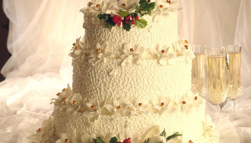 Los pasteles en capas suelen servirse en las bodas pero también son apropiados para cualquier celebración formal.