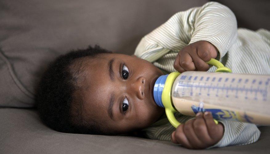 Los biberones de la hora de dormir ayudan a algunos bebés a dormir por la noche.