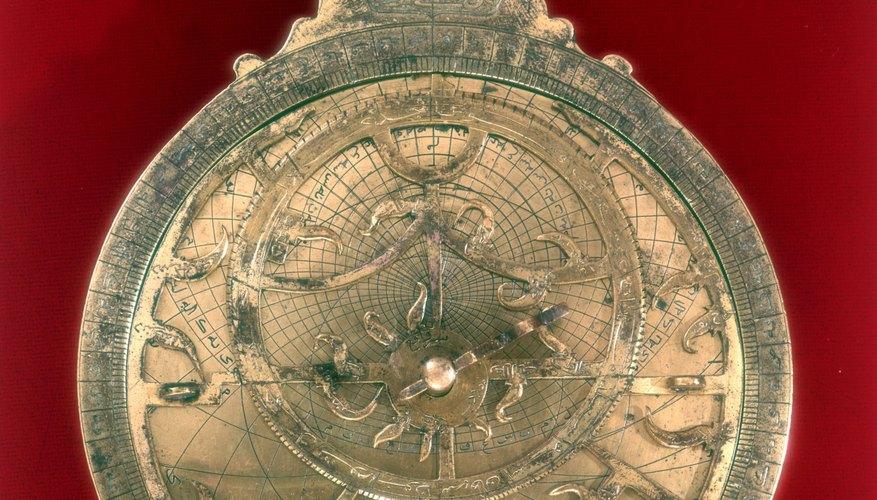 El astrolabio es un instrumento científico clásico usado por astrónomos y marineros por igual.