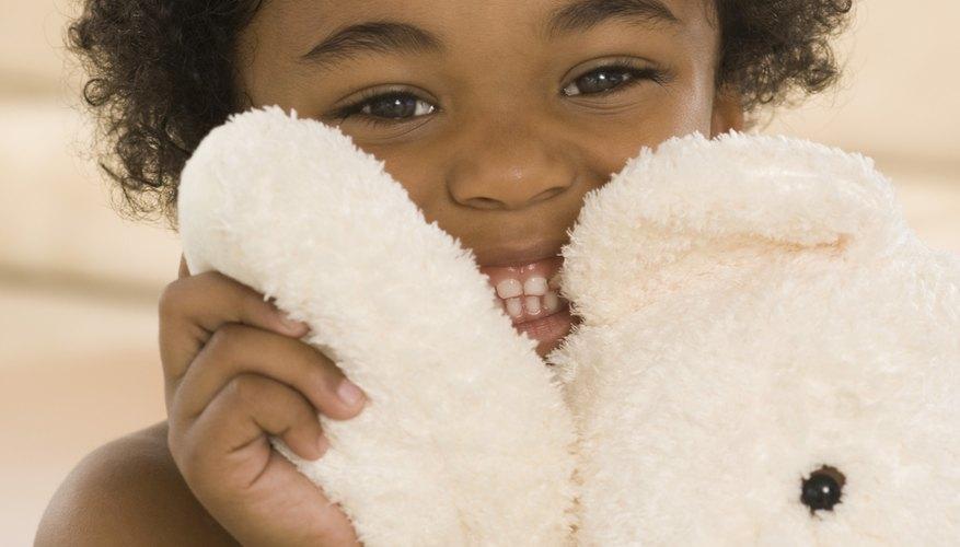 Aprende a arreglar tus amados juguetes de peluches para que también tus niños puedan disfrutar de largas horas de juego con ellos.