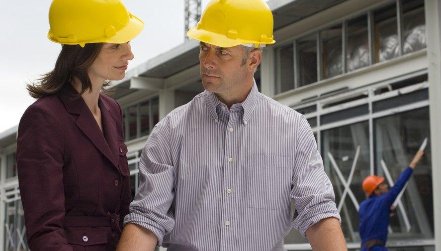 Los ingenieros de energía alternativa trabajan tanto en el sector público como en el privado.