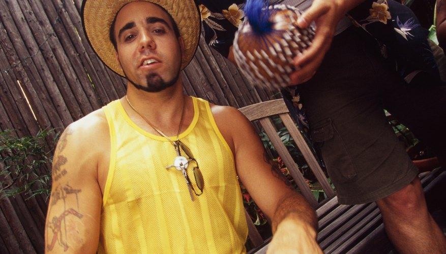 El Djembe es una percusión de mano originario del oeste de África.