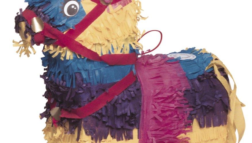 Las piñatas son todo un éxito en las fiestas de los niños.