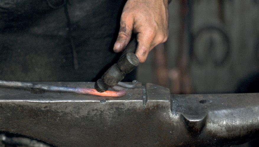 El acero se pone rojo cuando está listo para enfriarse.