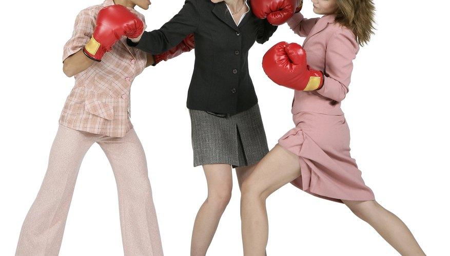 Los conflictos sin resolver pueden escalar, llevando a acciones disciplinarias contra las partes involucradas.