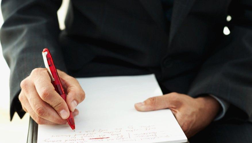 En las escuelas, un psicólogo educativo es responsable del asesoramiento de los estudiantes.