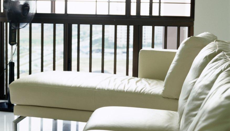 Las roturas en los muebles de cuero generalmente se pueden reparar.