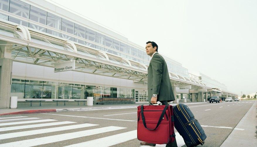 Los pasajeros con necesidades especiales pueden además llevar dispositivos de ayuda a bordo del avión.