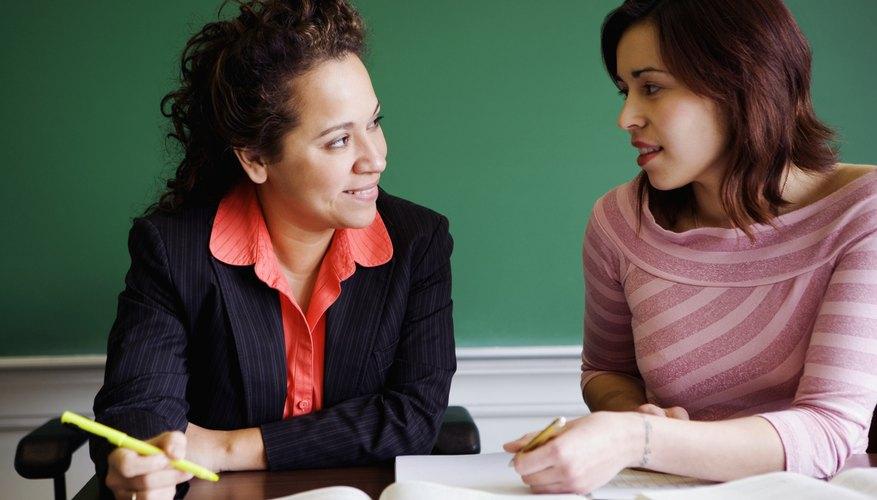 Mujer charlando con una profesora