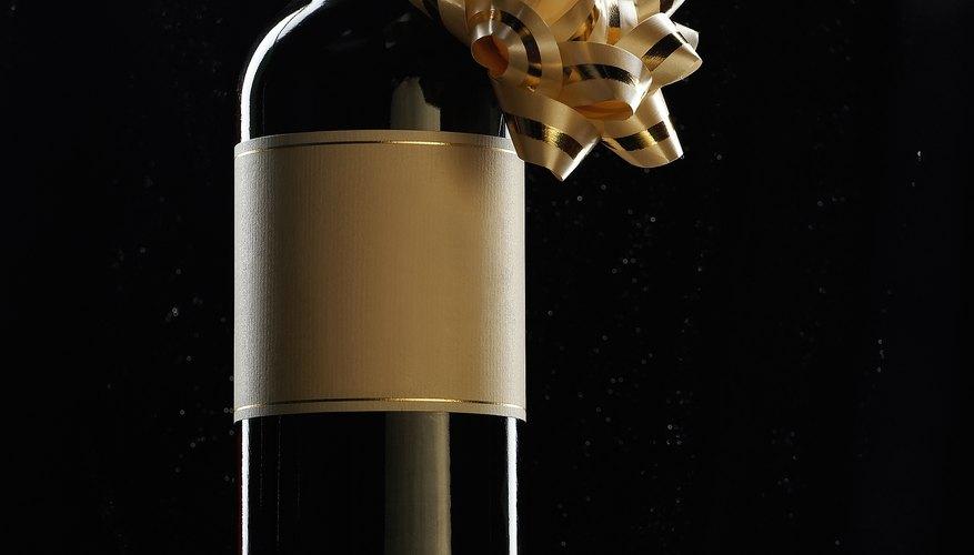 Diseñar una etiqueta personalizada puede mejorar tu vino y es una buena estrategia de comercialización.