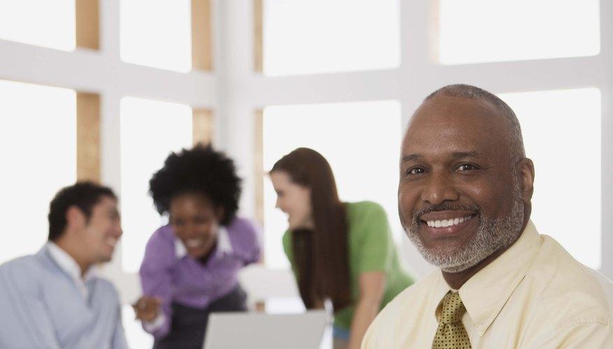 La naturaleza del liderazgo es diferente de la del gerente. Mientras el gerente se preocupa de las tareas el líder se ocupa de las personas.