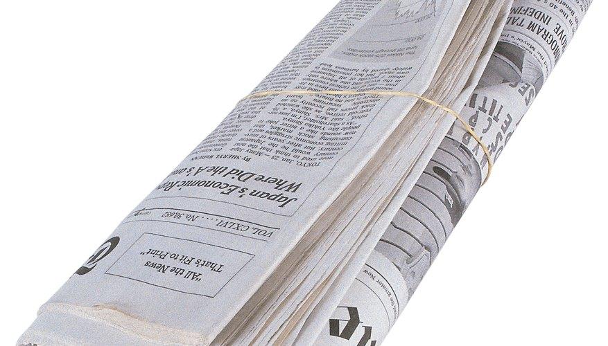 Utiliza un periódico para ayudarte a averiguar si tu diamante es real.