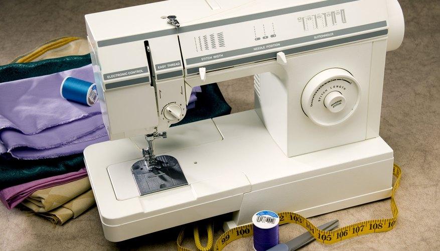 Cómo reemplazar la correa en una máquina de una máquina de coser a pedal.